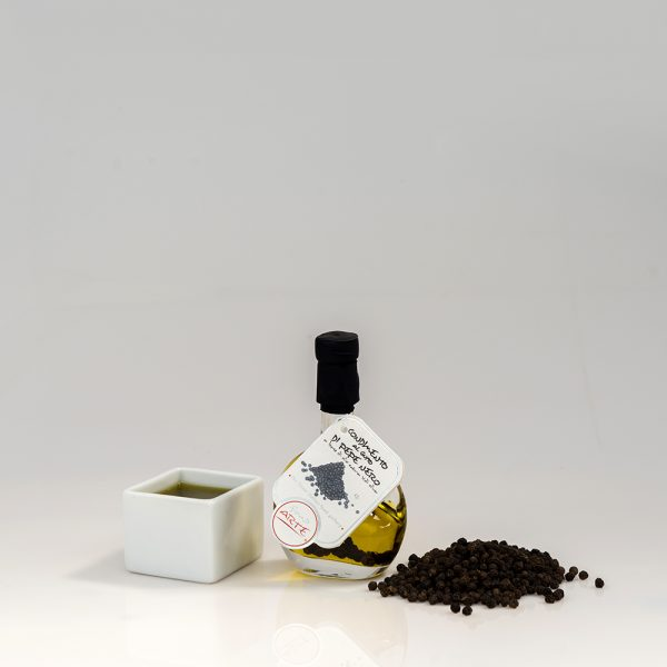 "BLACK PEPPER FLAVORED EXTRA VIRGIN OLIVE OIL ""BASQUIAISE 4cl"""