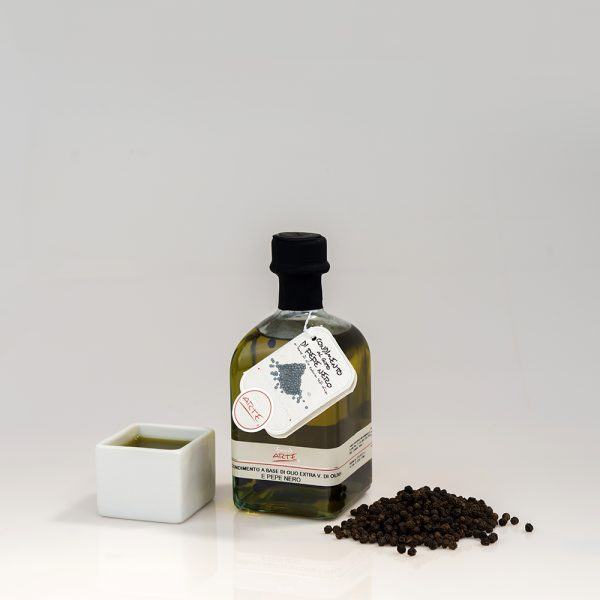 "BLACK PEPPER FLAVORED EXTRA VIRGIN OLIVE OIL ""QUADROTTA 25cl"""